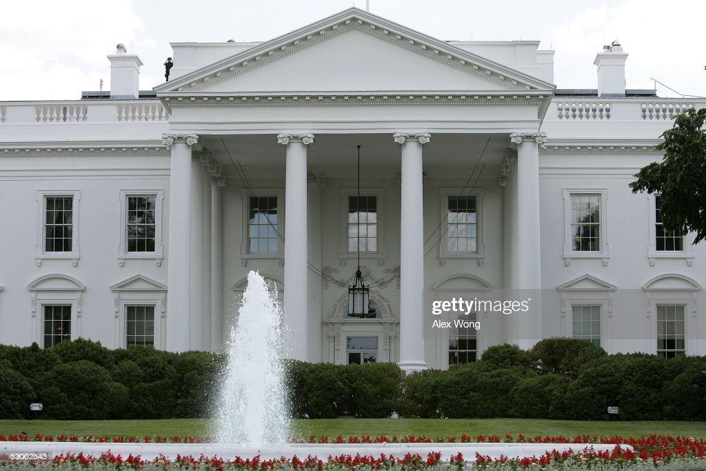"Magazine Reveals Identity Of Watergate's ""Deep Throat"" : News Photo"