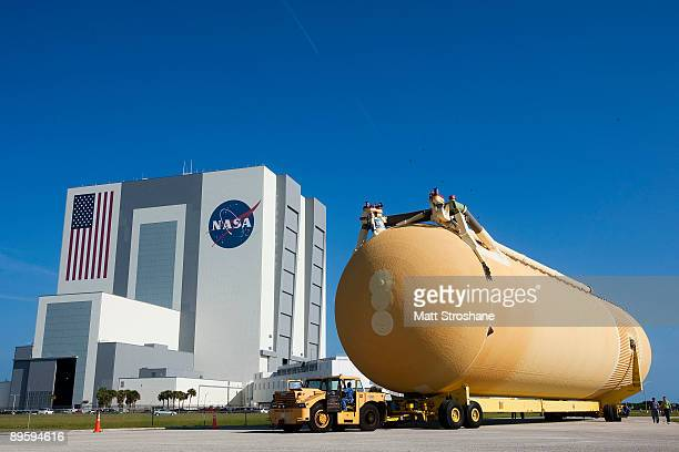 The external tank for Space Shuttle Atlantis mission STS-129 is transported into the Vehicle Assembly Building at the Kennedy Space Center August 4...