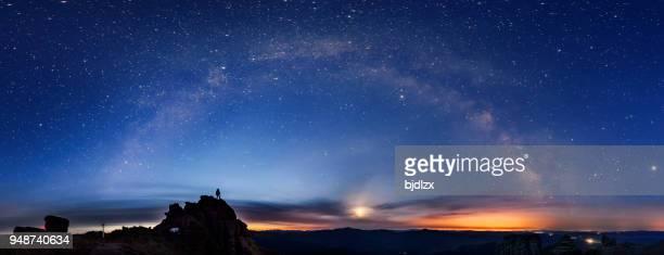 het oog van de melkweg - ontdekking stockfoto's en -beelden