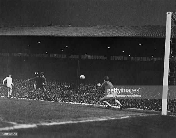 The FA Cup Final replay between Chelsea and Leeds United at Old Trafford, 29th April 1970. Chelsea won 2-1. Chelsea's Peter Osgood scores with a...