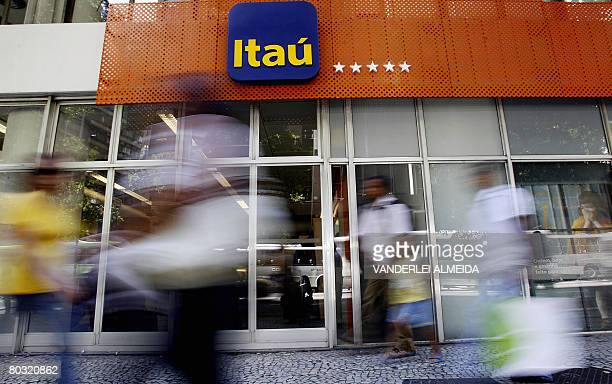 The facade of an Itau bank branch in downtown Rio de Janeiro Brazil on March 20 2008 Brazilian banks Bradesco and Itau were ranked yesterday among...
