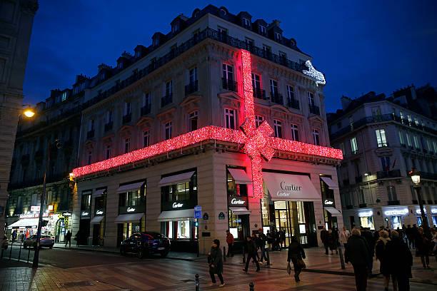 fotos und bilder von christmas lights in paris getty images. Black Bedroom Furniture Sets. Home Design Ideas