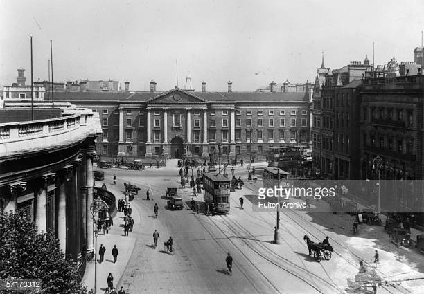 The facade of Trinity College Dublin on College Green circa 1920 The Bank of Ireland stands on the left