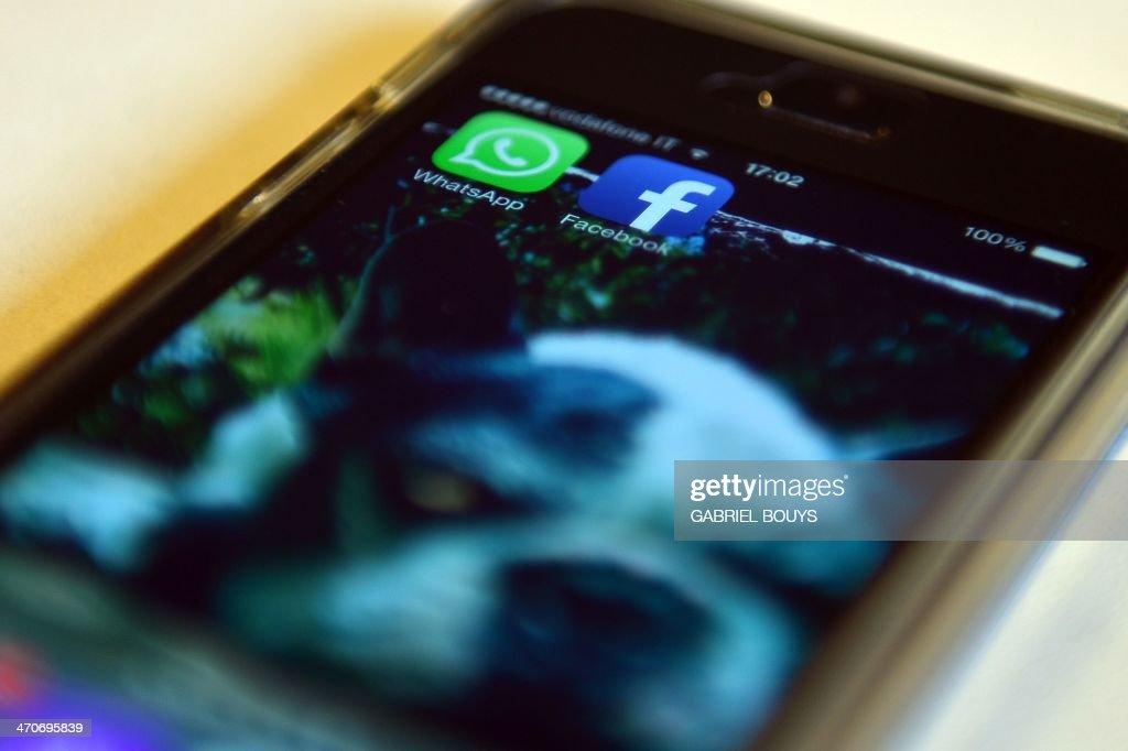 ITALY-US-FACEBOOK-WHATSAPP-STOCKS-COMMUNICATION : News Photo