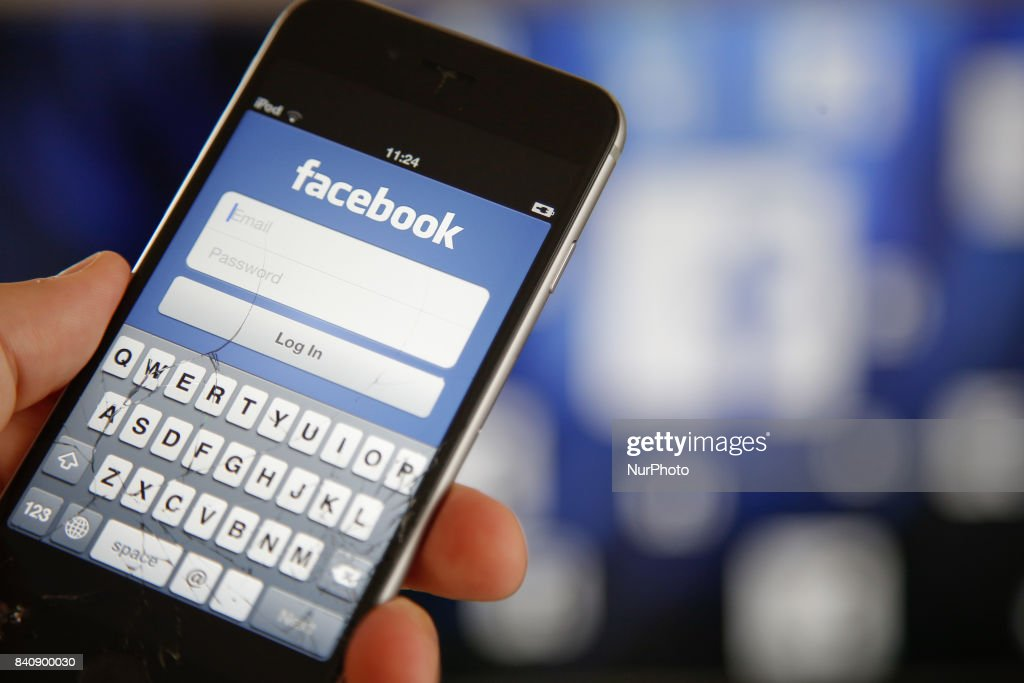 Facebook on smartphones and tv's : News Photo