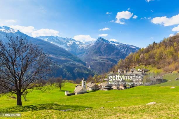 the fairytale landscape of daloo, a tiny mountain village in vallespluga, valchiavenna, valtellina, lombardy, italy, europe. - italia stock-fotos und bilder