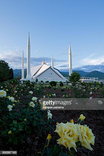 the faisal mosque - islamabad stock pictures, royalty-free photos & images