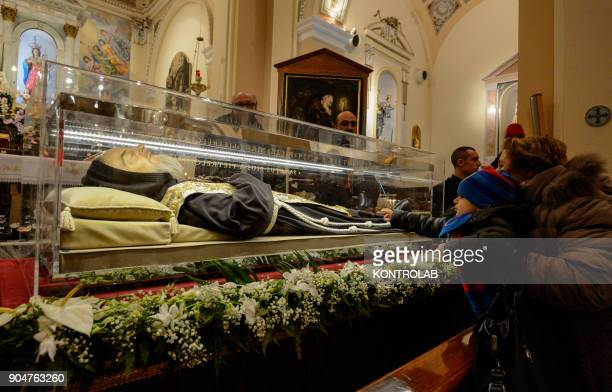 PIETRELCINA CAMPANIA ITALY The faithful carry the relics of Padre Pio during the procession through the streets of Pietrelcina birthplace of the...