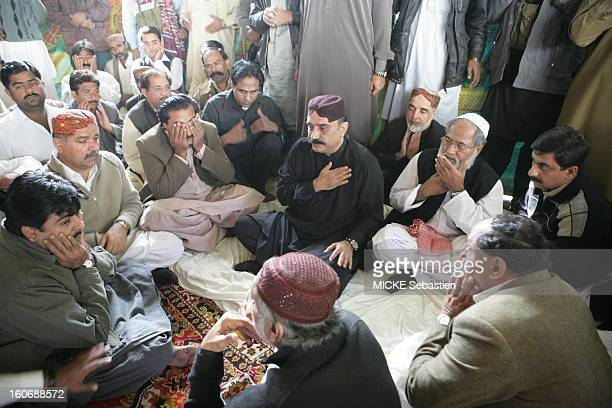 The faithful of the PPP presendant their condolences to Asif Ali Zardari, husband of Benazir Bhutto, one hand on his heart, the premises of the seat...