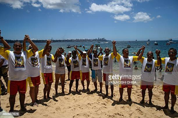 The faithful pray before the arrival of the image of Bom Jesus dos Navegantes to the Boa Viagem beach in Salvador Bahía Brazil on January 1 2015 The...