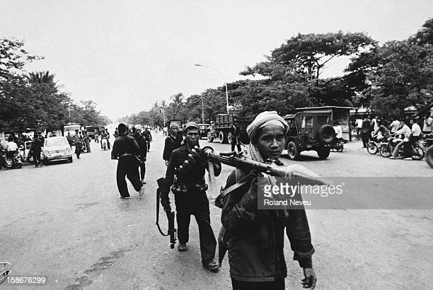 The fall of Phnom Penh. A column of Khmer Rouge regulars move deeper into the city along the Monivong boulevard in the vicinity of Chamcarmon..