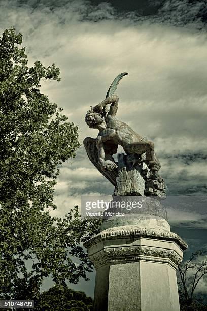 the fallen angel, retiro park - john milton stock photos and pictures