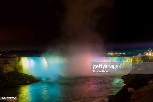 the falls at night - dustin abbott - fotografias e filmes do acervo
