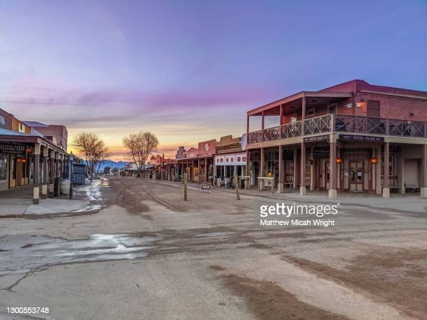 the famed historical western town of tombstone, az. the main street is empty of people. - ウエスタン映画 ストックフォトと画像