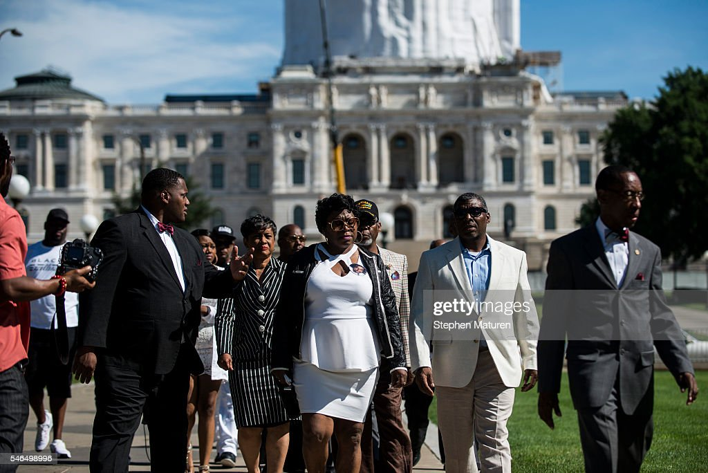 Family And Attorney For Philando Castile Hold News Conference At City Hall : News Photo