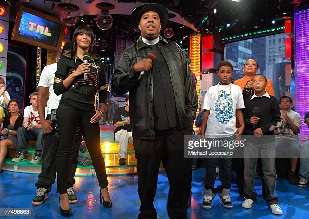 The Family cast of Run's House Vanessa Simmons Reverend Run Simmons Daniel Diggy Simmons Justine Simmons and Russel Russy Simmons appear on MTV's TRL...