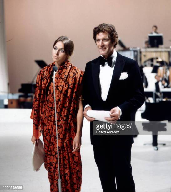 The famous actor couple Paul Hubschmid and Eva Renzi during the moderation of the gala evening of the record on August 28 1971 in Berlin