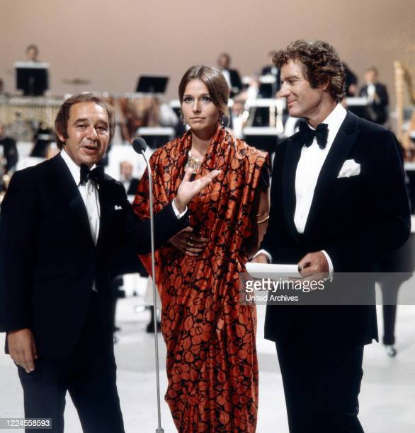 The famous actor couple Paul Hubschmid and Eva Renzi together with the pianist bandleader singer and composer Paul Kuhn during the moderation of the...