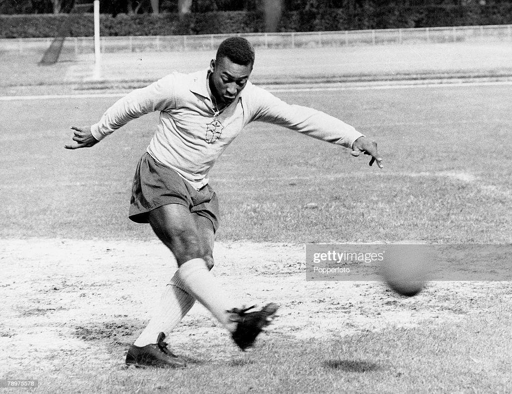 The famous Brazilian football legend Pele playing football. Circa 1950+s. : News Photo