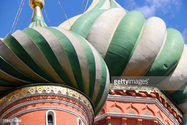 the famous colorful domes of saint basil's cathedral - state kremlin palace stock pictures, royalty-free photos & images
