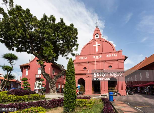the famous dutch square with the christ church in the colonial district of melaka, or malacca, in malaysia. - melaka state stock pictures, royalty-free photos & images