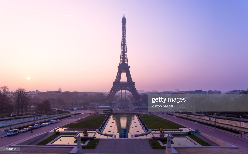 the famous Eiffel tower in Paris during a colorful sunrise , France : Stock-Foto