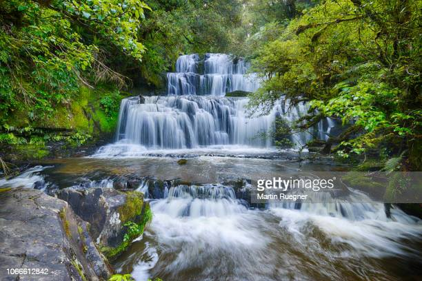 the famous purakaunui waterfall in the catlins on the southern scenic route. purakaunui river, purakaunui falls, the catlins, otago, south island, new zealand, australasia, oceania. - otago region stock pictures, royalty-free photos & images