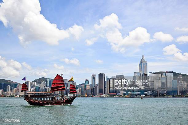 the famous red junk ship in victoria harbour - victoria harbour hong kong stock pictures, royalty-free photos & images