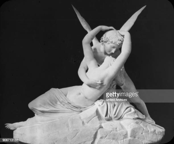 The famous sculpture Amor and Psyche by the Italian sculptur Antonio Canova made in 1793 and to seen in the Villa Carlotta near Cadenabbia on the...