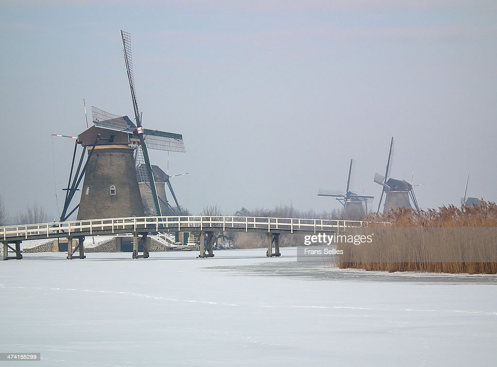 Kinderdijk in winter (The Netherlands) : News Photo
