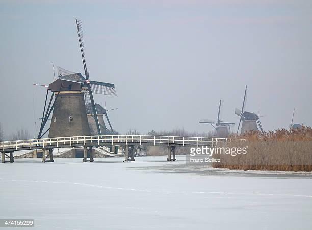 CONTENT] The famous windmills of Kinderdijk in winter