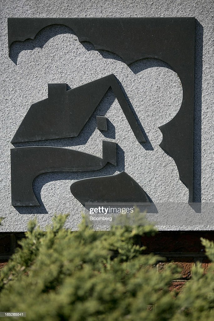 The Fannie Mae logo is seen in front of the company's headquarters in Washington, D.C., U.S., on Tuesday, April 2, 2013. Fannie Mae, the mortgage financier seized by U.S. regulators during the credit crisis, reported the largest annual profit in company history as a housing rebound helped the firm stop drawing federal aid. Photographer: Andrew Harrer/Bloomberg via Getty Images