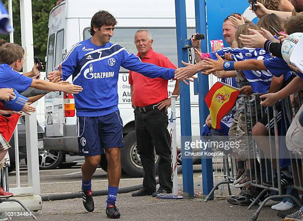 The fans of Schalke welcome Raul Gonzalez during the FC Schalke training session at the training ground on July 28 2010 in Gelsenkirchen Germany
