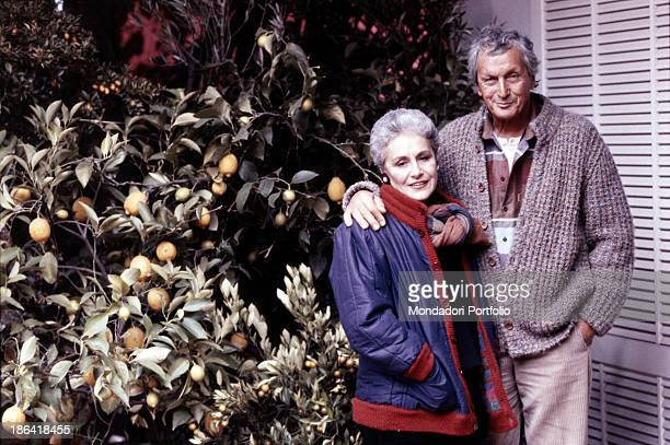 The fashion designer Ottavio Missoni and his wife Rosita embraced in the garden of their mansion. Sumirago , Italy, 1984.