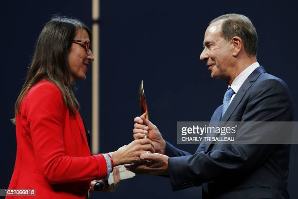 """The father of the American journalist Kenneth R.Rosen receives in his name the """"Trophee presse ecrite - Prix du département du Calvados"""" award for..."""