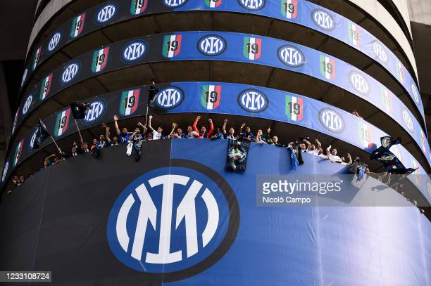 The FC Internazionale team celebrates with Scudetto trophy on tower four of the stadium after the Serie A football match between FC Internazionale...