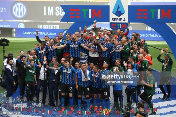 The FC Internazionale team celebrates with the Scudetto following the Serie A match between FC Internazionale Milano and Udinese Calcio at Stadio...
