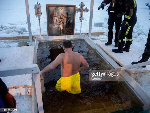 the feast of the baptism of russia, st. petersburg. swimming in the ice-hole - eisheilige stock-fotos und bilder