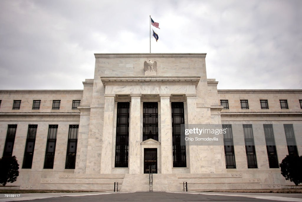Federal Reserve Lowers Key Rate By Three Quarters Of A Point : ニュース写真