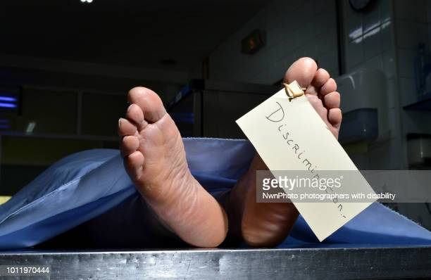 the feet of a corpse with a tag03 - morgue feet stock photos and pictures