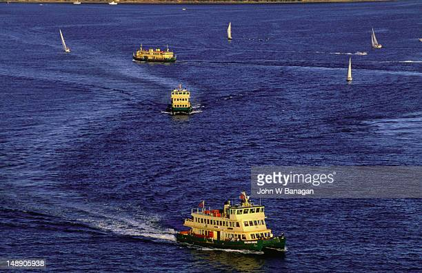 The ferries of Sydney looking for a harbour