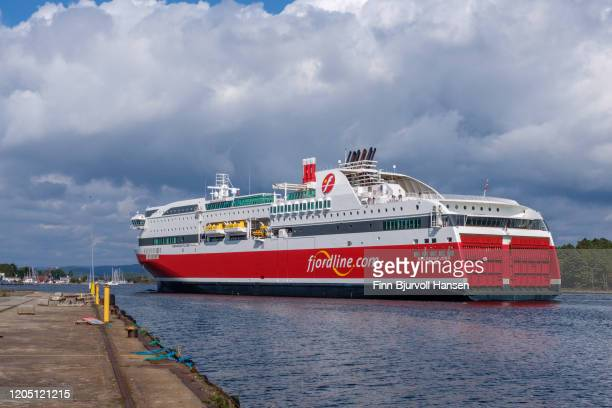 the ferry bergensfjord arriving at langesund - finn bjurvoll stockfoto's en -beelden