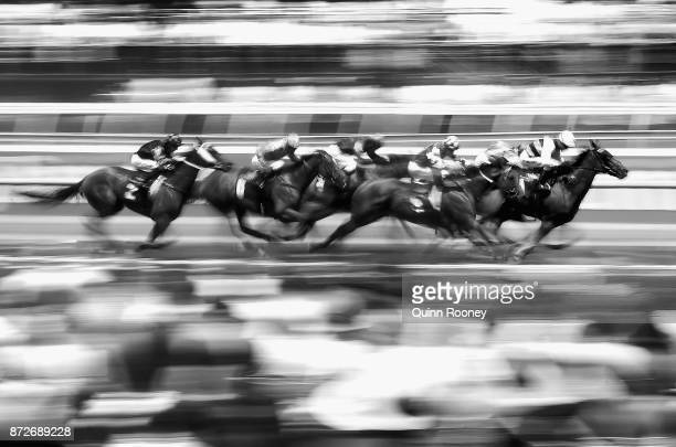 The field head down the straight in race 3 the Melbourne's Own 3AW Trophy during 2017 Stakes Day at Flemington Racecourse on November 11 2017 in...