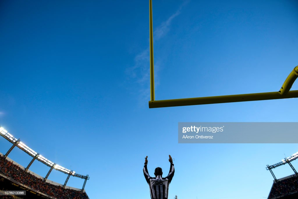 Denver Broncos vs. against the Los Angeles Chargers, NFL Week 17 : News Photo