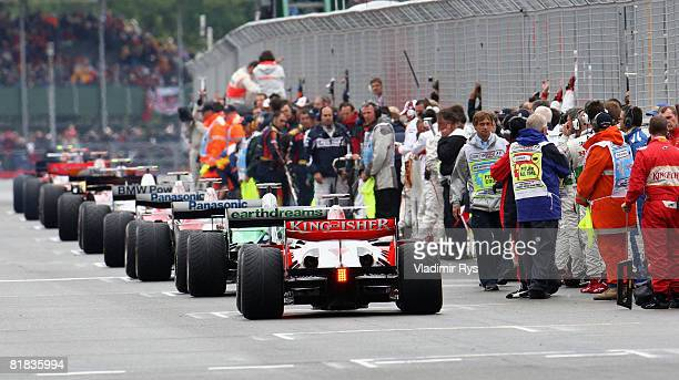 The field prepares to start the warm up lap during the British Formula One Grand Prix at Silverstone on July 6 2008 in Northampton England