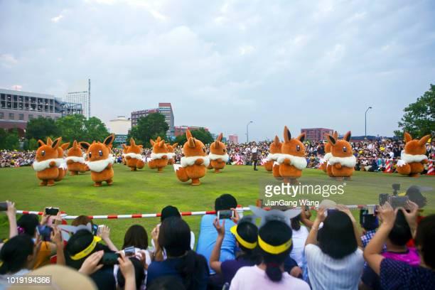 第 5 回横浜 (2018 年) -「ピカチュウ アウトブレイク」イーブイのパレード - interracial cartoon ストックフォトと画像