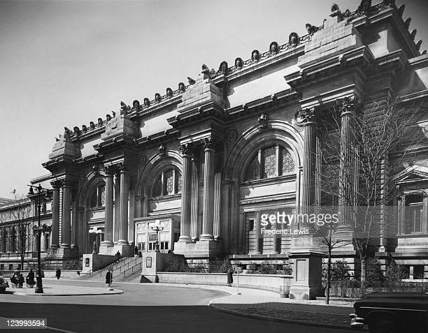 The Fifth Avenue facade of the Metropolitan Museum of Art in Manhattan, New York City, circa 1950.