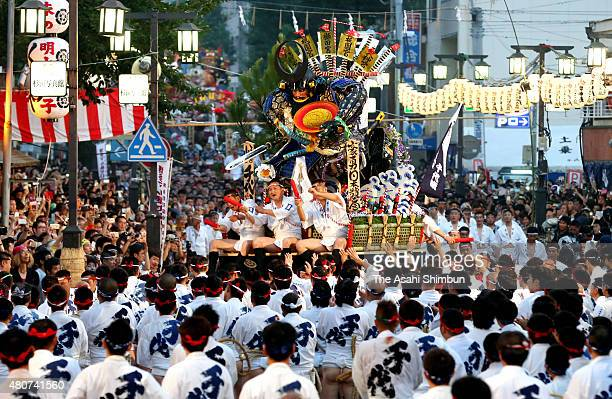 The fifth float 'ChiyoNagare' rushes through Seido Street of Kushida Jinja Shrine during the Hakata Gion Yamakasa festival on July 15 2015 in Fukuoka...