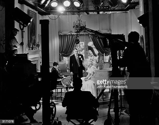 The filming of a scene from 'Bombshell' directed by Victor Fleming for MGM and starring Jean Harlow and Frank Morgan