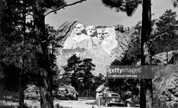 The finished Mount Rushmore sculpture by Guzon Borglum Mount Rushmore South Dakota early 1940s